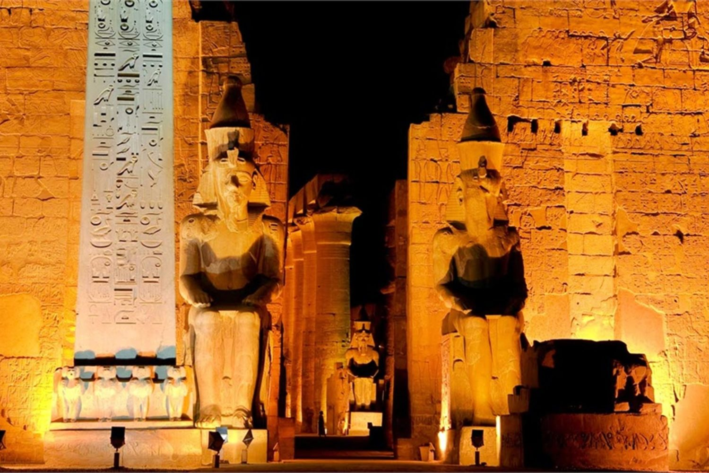 Templo de Karnak de noche-www.visitasguiadasegipto.com
