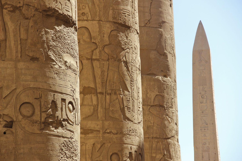 Jeroglíficos en Columnas-www.visitasguiadasegipto.com