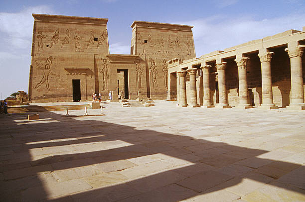 Acceso Templo de Philae-www.visitasguiadasegipto.com