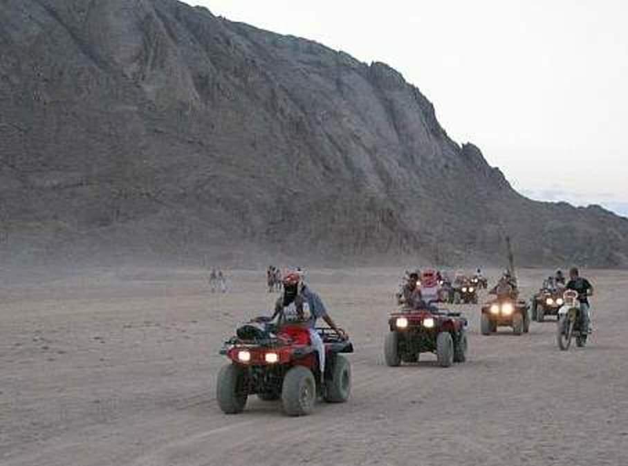 En Quad por el Desierto-www.visitasguiadasegipto.com