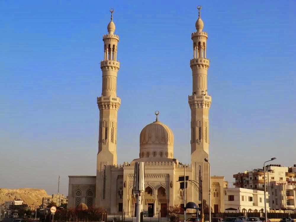 Entrada Gran Mezquita Hurghada-www.visitasguiadasegipto.com