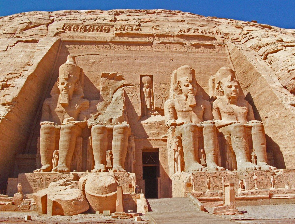 Templos de Abu Simbel-www.visitasguiadasegipto.com