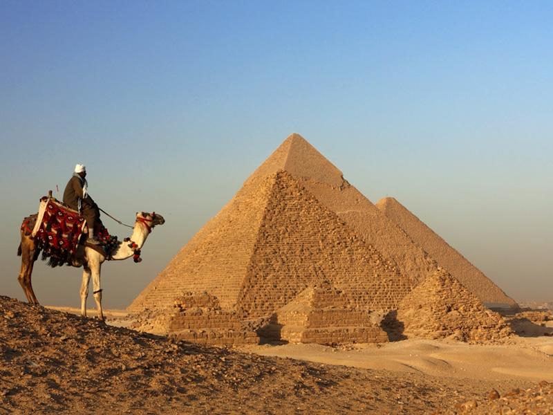 Paseo en Camello por Guiza-www.visitasguiadasegipto.com