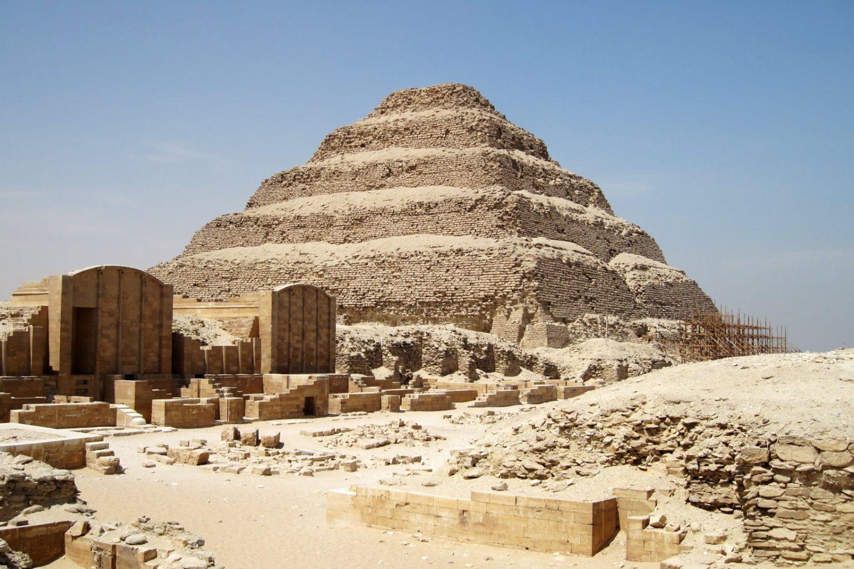 Piramide Escalonada Sakkara-www.visitasguiadasegipto.com