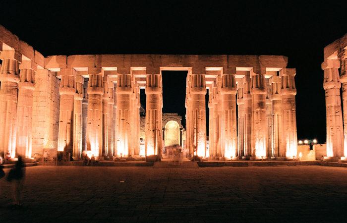 Luxor Noche-www.visitasguiadasegipto.com