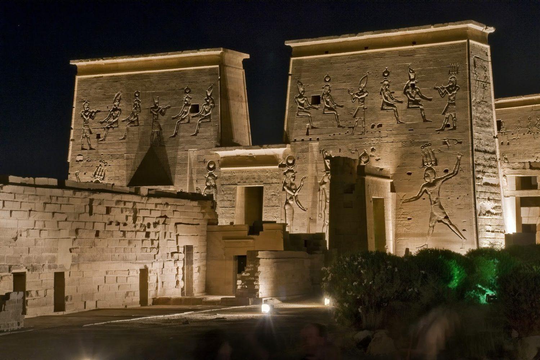 Espectáculo de Luz y Sonido en el Templo de Philae en Aswan-www.visitasguiadasegipto.com