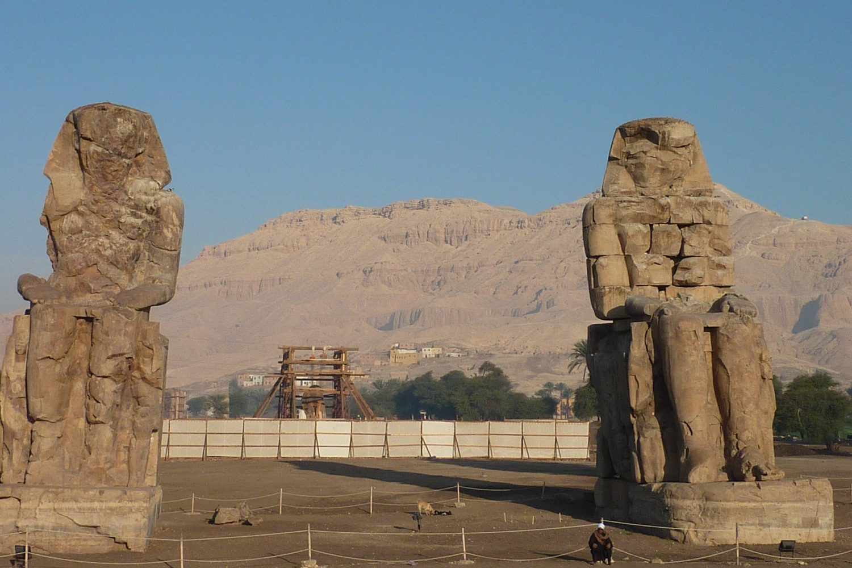 Colosos de Memnon-www.visitasguiadasegipto.com