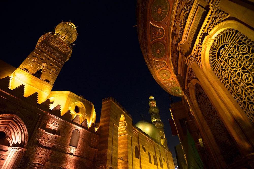 Noche Complejo Qalawun-www.visitasguiadasegipto.com