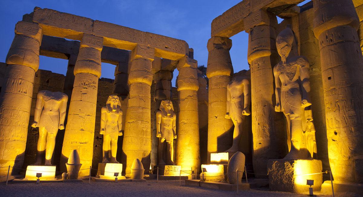 Atardecer en el Templo de Luxor-www.visitasguiadasegipto.com