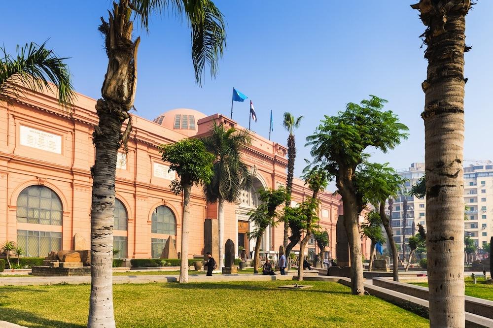 Exterior entrada al Museo de El Cairo-www.visitasguiadasegipto.com